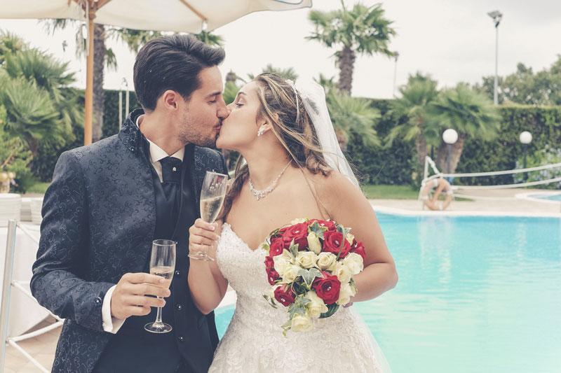Bacio degli sposi Matrimonio in Abruzzo Villa Medici Hotel